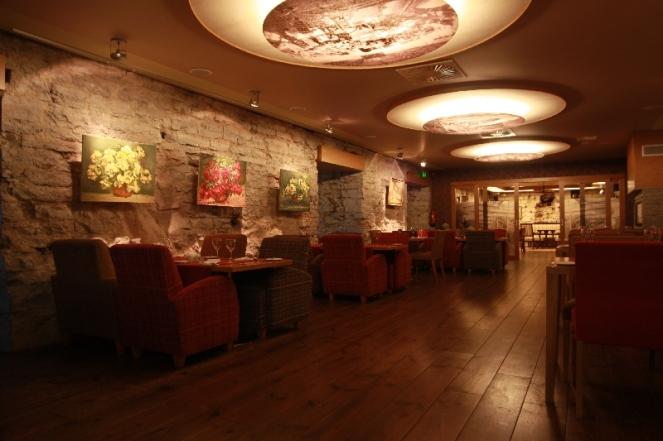 fahle-restoran-keskmine-saal1